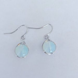 A pair of white earrings 925